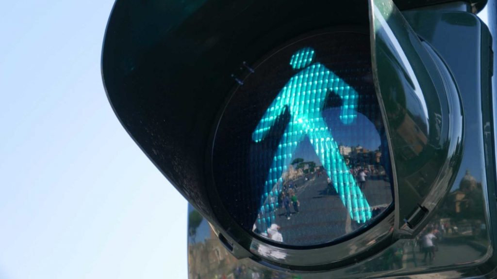 Types of pedestrian crossings - Puffin crossings